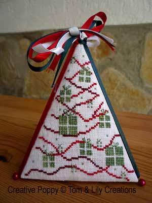 Free Christmas knitting patterns for tree ornaments. Santa boot