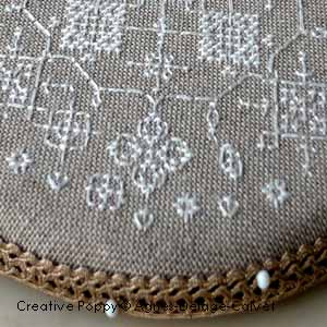 Round pinkeep with white lace cross stitch pattern by Agnès Delage-Calvet, zoom 1