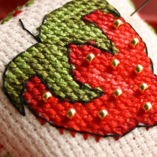 Strawberries patterns to cross stitch
