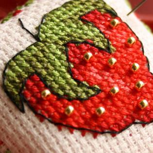 Strawberries patterns to cross stitch