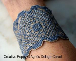 Lace-pattern Cuff bracelet