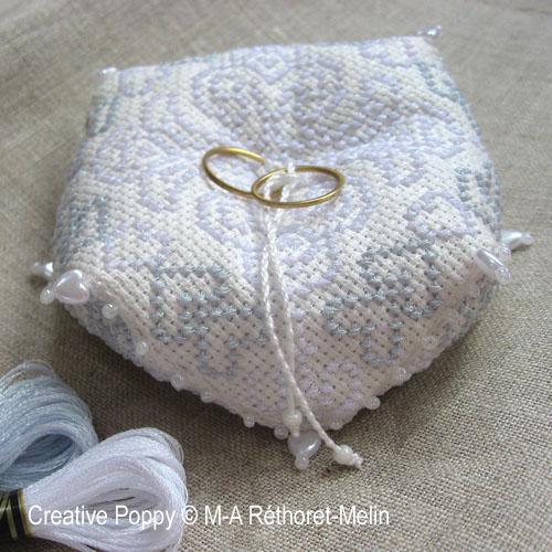 Wedding biscornu (ring cushion)cross stitch patternby Marie-Anne Réthoret-Mélin