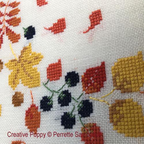 Blackberry Wreath cross stitch pattern by Perrette Samouiloff